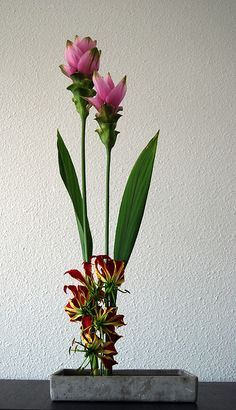 Ikebana Asian style flower arrangement 'Pink towers'