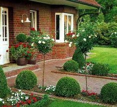 Дача и усадьба | Экологическое землетворчество - Part 10 Landscaping Plants, Outdoor Landscaping, Front Yard Landscaping, Landscape Design, Garden Design, Driveway Design, Vertical Garden Wall, Dream Garden, Garden Planning