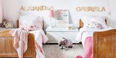 Blanco, madera y rosa en este dormitorio infantil tan bien decorado. #dormitorio #decoinfantil #cuartocompartido #cuartoinfantil #hermanas #casa #deco #decopractica #decofresca #historiasparavivir #interiores #inspo Toddler Bed, Sisters, Disney, Furniture, Home Decor, Sun, Home, Two Sisters, Cute Things To Draw