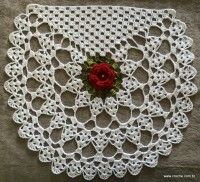 Centro de mesa passo a passo (119) Crochet Home, Crochet Crafts, Yarn Crafts, Crochet Projects, Diy And Crafts, Crochet Squares, Crochet Motif, Crochet Doilies, Crochet Stitches Patterns