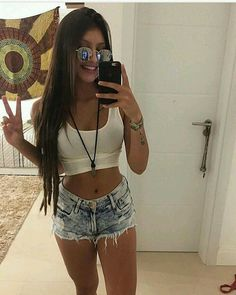 Boa noite amores ♥ gostaram do look? Runway Models, Only Shorts, Teen Fashion, Fashion Outfits, Girls Tumbler, Summer Outfits, Cute Outfits, Poses, Tumblr Girls