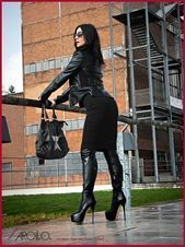 The theme here is BOOTS, all kinds of boots, boots themselves, people wearing boots, boots in art. Hot High Heels, Platform High Heels, Sexy Heels, High Leather Boots, High Heel Boots, Heeled Boots, Leather Fashion, Fashion Boots, Fashion Moda