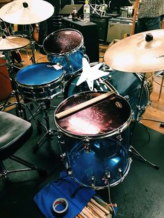 本日はカーネーションのリハーサル! 3/25開催、佐野元春さんのイベント「THIS!オルタナティブ」 大阪フェスティバルホールにて! ギター中森さん、鍵盤シュンちゃん、 最高です!!