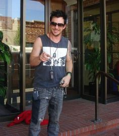 shannon leto Thirty Seconds, 30 Seconds, Mars Family, Mix Photo, Shannon Leto, Jared Leto, Cute Guys, Cool Bands, Beautiful Men