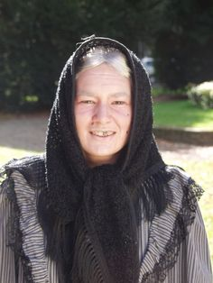 Oude vrouw -  zwarte tandlak - grime