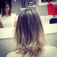 Os cortes de cabelo ombré hair são modernos e valorizam o visual da mulher moderna. Sem exageros ele acaba dando luminosidade, vida e beleza aos cabelos fe