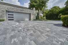 Upgrade your driveway with Tremron Stonehurst pavers in Glacier. Driveway Border, Driveway Design, Driveway Landscaping, Driveway Pavers, Pool Pavers, Brick Pavers, Hardscape Design, Tampa Florida, Outdoor Living