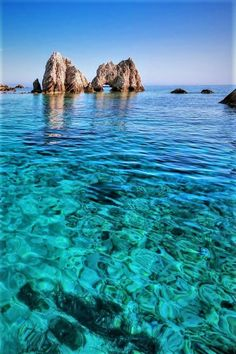 Vacation Places, Dream Vacations, Nature Photography, Travel Photography, Destination Voyage, Beautiful Places To Travel, Greece Travel, Greece Itinerary, Greek Islands