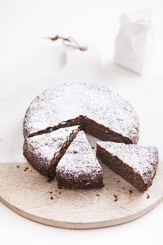 4 ingredient walnut cake ::Ingredients:: shelled walnuts 4 free range eggs, seperated 1 unwaxed lemon, zest only caster sugar -Bake Bakery Recipes, Dessert Recipes, Just Desserts, Delicious Desserts, Flourless Cake, Walnut Cake, Chocolate, Let Them Eat Cake, 4 Ingredients