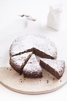 4 ingredient walnut cake