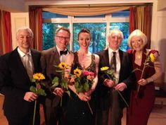 Stefan Kölsch (Geige), Martin Uhmann (Klavier), Maja Fluri (Salonière, Sopran und Moderation), Hans Sonntagbauer (Numismatik), Thera von Huene (Bilder)