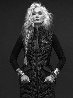 Going gray gracefully. Going gray gracefully. Going Gray Gracefully, Aging Gracefully, Beautiful Old Woman, Elegant Woman, Beautiful Soul, Top Fashion, Long Gray Hair, Gray Hair Women, Long Messy Hair