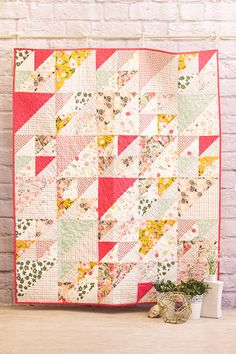 Fusions Printemps & Splendid by AGF is part of Baby clothes quilt - Fabric Project Catalog for Art Gallery Fabrics Quilt Baby, Baby Clothes Quilt, Onesie Quilt, Scrappy Quilts, Easy Quilts, Small Quilts, Pink Quilts, Quilting Projects, Quilting Designs