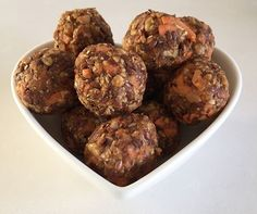 Healthy carrot cake bliss balls with peanut butter (Low FODMAP)- Karlijnskitchen.com