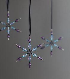 Christmas beaded ornaments - snowflakes / Ručně dělané vánoční ozdoby ze skleněných korálků - vánoční hvězda - sněhová vločka