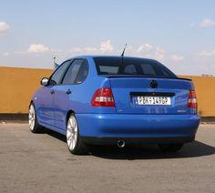 Vista de atrás de VW Polo Classic (nuestro Seat Cordoba) tuneado en Sudafrica