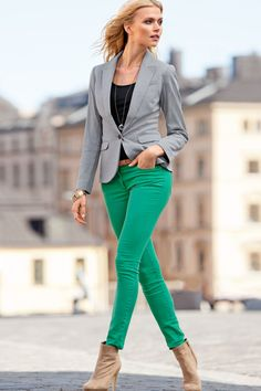 green skinny jeans, grey blazer and nude booties outfit--BUT WITH A DRESS Booties Outfit, Cute Fashion, Look Fashion, Fashion Outfits, Kelly Green Pants, Green Jeans, Green Skinnies, Mode Ab 50, Look Jean