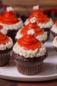 Easy and simple Santa Hat Cupcakes are made with strawberries and a yummy classic vanilla buttercream frosting. Such a festive holiday cupcake recipe! Take these Santa Hat Cupcakes for instance – such a cute and festive idea for a Christmas cupcake. Best Christmas Desserts, Christmas Cupcakes, Christmas Treats, Holiday Recipes, Santa Cupcakes, Christmas Foods, Christmas 2019, Holiday Ideas, Xmas Desserts