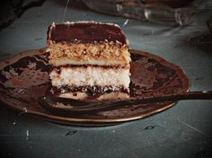 Bezglutenowe ciasto z placków miodowych przekładane kremem budyniowym  Składniki:  Ciasto miodowe:  -Mąka bezglutenowa / ryżowa (300g)  -Cu...