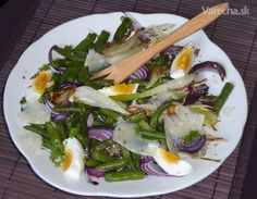 Ne každý salát se musí dělat ze syrové zeleniny. Tenhle fenyklový získá pečením zeleniny nevídanou sladkost a lahodnou chuť