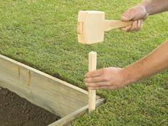 How to Lay a Concrete Paver Patio | how-tos | DIY #patio #backyard