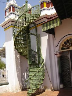 Best Inspiration For The Miniature Cast Iron Spiral Staircase 400 x 300