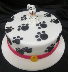 Dalmatian cake with a little patch added from BPcreative. Dog Cakes, Cupcake Cakes, Foundant, Animal Cakes, Dessert Decoration, Disney Cakes, Cake Images, Novelty Cakes, Cute Cakes