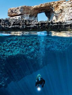 The Blue Hole, on the Gozo island (Malta), is a paradise for divers of all levels. An immersion that take us to discover wonders from a cave in the wall to incredible coral gardens. On the surface, a view of the Azure Window rock formation
