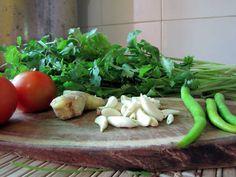 Indické zelené čatní - Vaření a pečení - 1. krok - MojeDílo.cz Celery, Pesto, Green Beans, Indie, Vegetables, Food, Veggies, Vegetable Recipes, Meals