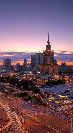 Rondo Dmowskiego, Pałac Kultury i Nauki, Warszawa (Warsaw) is nice around but would never live in :D remember had accident with train/bus :D dodgy security ppl :) Great Places, Places To See, Beautiful Places, Visit Poland, Poland Travel, Warsaw Poland, Central Europe, Krakow, Nocturne