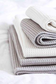 VOHVELI-pyyhe saatavilla kahdessa koossa ja värissä. #lennol #spring #towel