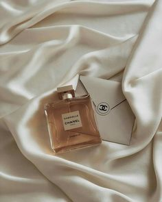 I've Worn the Same Perfume for 10 Years, But These 5 Fragrances Changed Me - -. - I've Worn the Same Perfume for 10 Years, But These 5 Fragrances Changed Me – – - Cream Aesthetic, Boujee Aesthetic, Brown Aesthetic, Aesthetic Collage, Aesthetic Vintage, Aesthetic Photo, Aesthetic Pictures, Aesthetic Grunge, Aesthetic Poetry