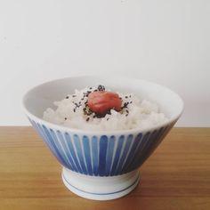 「体調が優れない日は梅干しごはん。 食べてもう寝ます~、 #無印良品#北欧暮らしの道具店 #うちごはん#お茶碗」