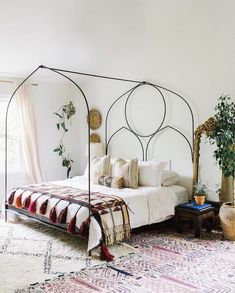 my scandinavian home: The wonderful, relaxed boho-style bedroom of Carley Summers.