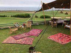 Alfombras para decorar espacios de descanso en cualquier evento Organización y Decoración: Meri la Casamentera Espacio: Real Club de Golf de Zarautz www.somethingspecialforrent.es