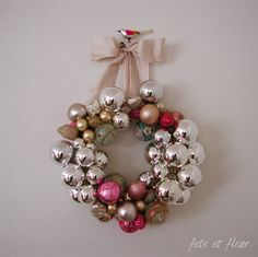 pink, rose, copper, brass, gold these colors with turquoise will be next favs fete et fleur Pink Christmas, Christmas Stuff, Christmas Home, Christmas Wreaths, Bauble Wreath, Ornament Wreath, Vintage Ornaments, Glass Ornaments, Christmas Living Rooms
