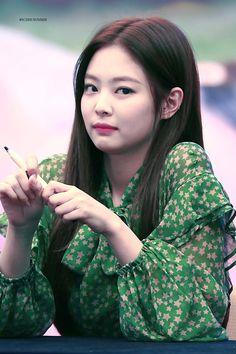 Blackpink Jennie, Yg Entertainment, South Korean Girls, Korean Girl Groups, Jenny Kim, Singer Fashion, Rapper, Blackpink And Bts, Blackpink Jisoo