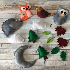 Make Your Own Woodland Animals Felt Mobile [ + FREE TEMPLATES!] - Create & Craft Blog Felt Animal Patterns, Stuffed Animal Patterns, Animal Crafts For Kids, Diy For Kids, Felt Templates, Needle Felted, Felt Baby, Felt Decorations, Create And Craft