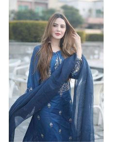 Alkaram Lawn and Dress Collection Simple Pakistani Dresses, Pakistani Dresses Online, Pakistani Dress Design, Pakistani Outfits, Indian Outfits, Stylish Dresses, Simple Dresses, Casual Dresses, Designer Kurtis