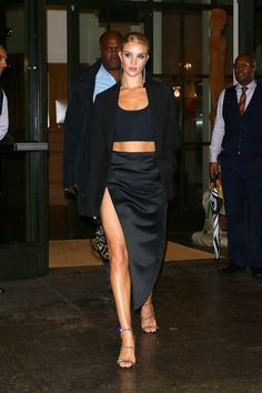 Rosie Huntington-Whiteley Night Out Style – New York Cool Street Fashion, Look Fashion, Fashion Outfits, Street Chic, Fashion Wear, Outfit Look, All Black Outfit, Rosie Huntington Whiteley, Rosie Whiteley