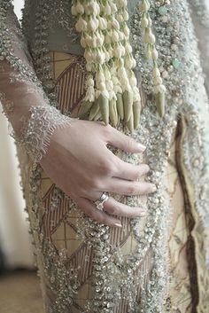 Pernikahan Adat Sunda yang Berkesan ala Putri dan Harriman - DSC00414 Pre Wedding Photoshoot, Wedding Poses, Wedding Shoot, Wedding Dresses, Javanese Wedding, Indonesian Wedding, Foto Wedding, Dream Wedding, Wedding Mood Board