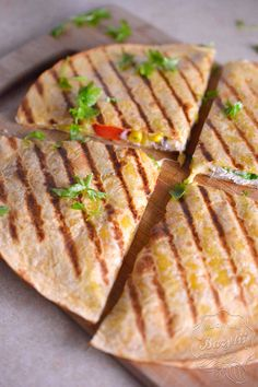 Quesadilla z kurczakiem - kuchniabazylii.pl - blog kulinarny Best Dinner Recipes, Breakfast Recipes, Avocado Recipes, Food Design, Mexican Food Recipes, Mexican Fast Food, Food Videos, Love Food, Easy Meals