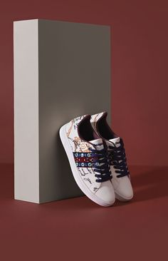 Women's white sneakers with lettering. Ethnic embroidery details and mirrors that search for the extraordinary. They have a reinforced toe and a rubber sole. Discover new Desigual Women's Shoes collection!