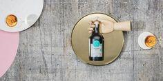 MARC De Franse Marc wordt traditioneel met druiven gemaakt. Na het persen van de druiven, wordt het sap gebruikt om wijn te maken en wordt de woerd op alcohol gezet, gemassureerd en gedistilleerd. De Marc de Houblonesse grijpt terug naar het witte goud: de hopscheuten geven een maand lang hun aroma's af waardoor een ruw mengsel ontstaat. Het mengsel wordt gedistilleerd en rijpt in eikenhouten vaten. Het eindproduct, de Marc de Houblonesse, is een fluwelen streling voor de smaakpapillen.
