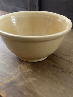 Antique yellowware bowl by RRP Co (Robinson Ransbottom Pottery) circa - early RRP Co piece - Yellow stoneware pottery - simple lines - in excellent condition There are some grooves in one s click now for more. Thrown Pottery, Pottery Bowls, Old Crocks, Pottery Designs, Pottery Ideas, Antique Pottery, Pinch Pots, Vintage Bowls, Antique Farmhouse