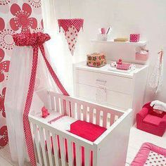 Girl's babyroom.