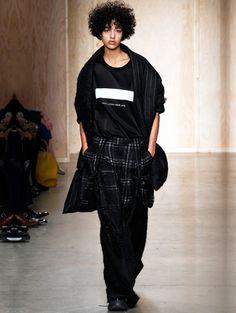 荷兰模特新面孔Damaris Goddrie受时尚圈宠爱的帅女孩_摩豆_海报时尚网
