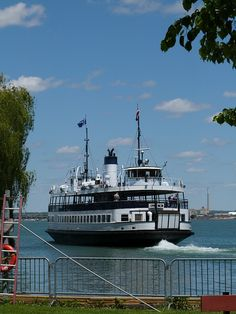 Ferry to Centre Island from Toronto