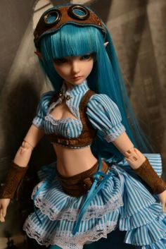 it's so pretty, love the steampunk style for BJDs :)