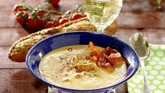 Kryddig soppa med kyckling och bacon! Chili ger lite extra hetta. New Recipes, Snack Recipes, Snacks, Happy Foods, Bacon, Soups And Stews, Cheeseburger Chowder, Chili, Curry